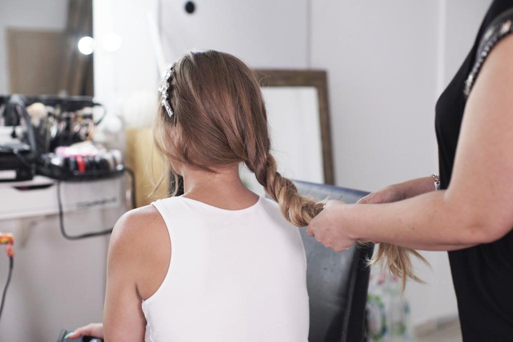 יצירת צמה אחת בשיער